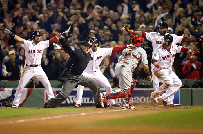 Johny Gomes is safe during Game 6 of the World Series.