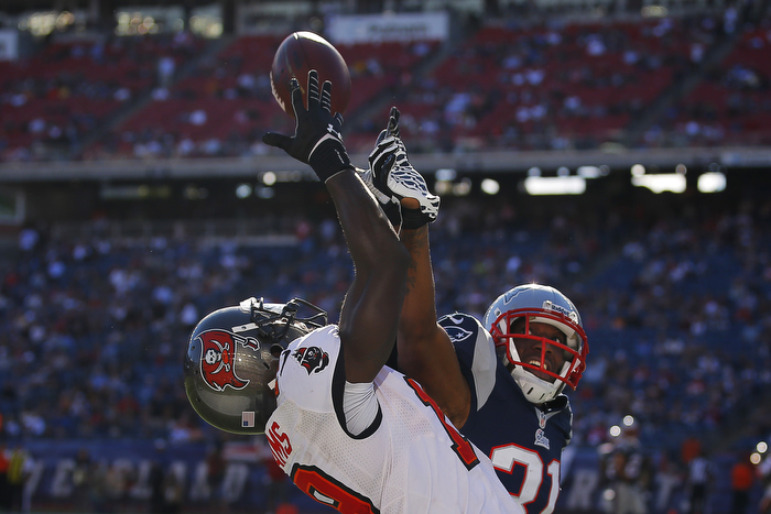 Tampa Bay Buccaneers wide receiver Mike Williams (L) cannot catch a pass in the end zone while being defended by New England Patriots cornerback Aqib Talib in the second half of their NFL football game in Foxborough, Massachusetts September 22, 2013.