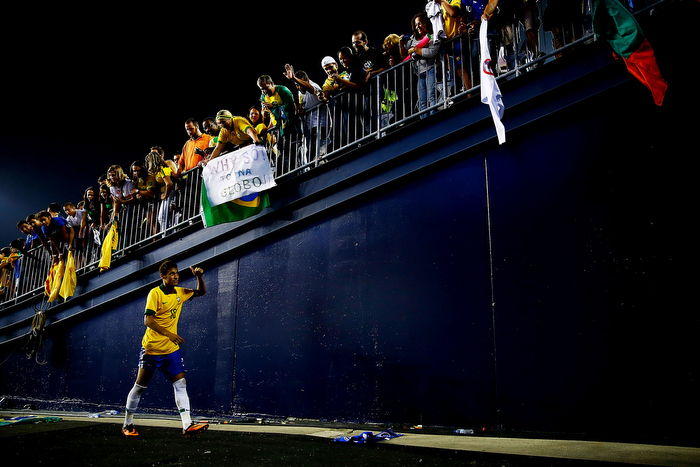 Neymar #10 of Brazil walks off of the field and through the tunnel past cheering fans following their 3-1 win against Portugal during the international friendly match at Gillette Stadium on September 10, 2013 in Foxboro, Massachusetts.