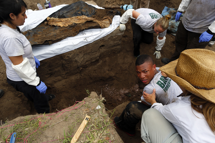 AMONG THE MANY ILLEGAL MIGRANTS WHO DIE CROSSING THE SOUTHERN US BORDER, HUNDREDS ARE NEVER IDENTIFIED. 84 MILES NORTH OF THE BORDER IN THE TOWN OF FALFURRIAS, TEXAS THE DEAD ARE BURIED WITHOUT CEREMONY, NAME OR EVEN CASKET.